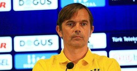 Phillip Cocu istifa etmeyeceğini söyledi