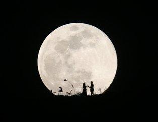 Süper Ay Türkiye'de saat kaçta izlenecek? Süper Ay nedir? Süper Ay nasıl izlenir? İşte muhteşem kareler...