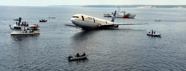 Merakla bekleniyordu! Batırılan uçaktan ilk görüntüler...