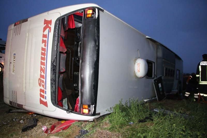 Aksaray'da yolcu otobüsü şarampole devrildi