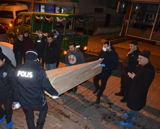 Koku yayılan bazadan kadın cesedi çıktı