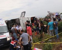 Manisada yolcu otobüsü devrildi