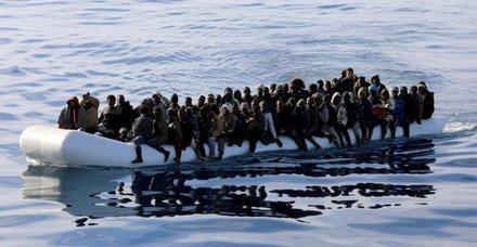 Libya açıklarında iki göçmen botu battı: En az 100 ölü