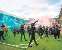 Manchester United taraftarı stadı bastı!