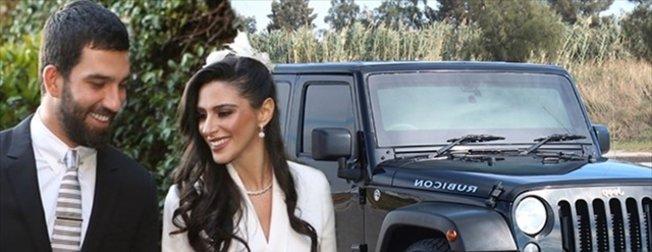 Arda Turan, eşi Aslıhan Doğan'a aldığı 2 milyon lira değerindeki hediyeden vazgeçti! İşte ünlülerin araçları