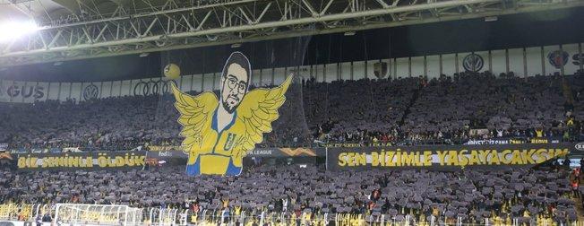 Fenerbahçe taraftarlarından dev Koray Şener koreografisi ( Fenerbahçe - Anderlecht maçından dikkat çeken kareler )