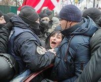 Ukrayna'da halk ayaklandı! Yaralılar var