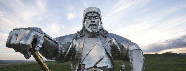 Cengiz Han'ın atlı heykeli ziyaretçilerin ilgisini çekiyor