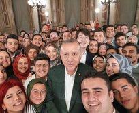 Başkan Erdoğan'dan gençlerle selfie