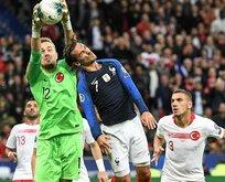 UEFA'nın en iyi 11'inde iki Türk!