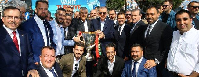 Cumhurbaşkanı Erdoğan, Manisada büyük bir coşkuyla karşılandı