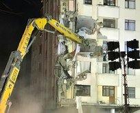 Kartal'da riskli binanın yıkımına başlandı