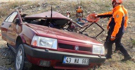 Kütahya'da tır otomobile çarptı: 2 ölü, 7 yaralı
