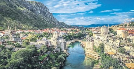 Boşnak mimar Amela Kulaglic'in sergisi Saraybosna'da açıldı
