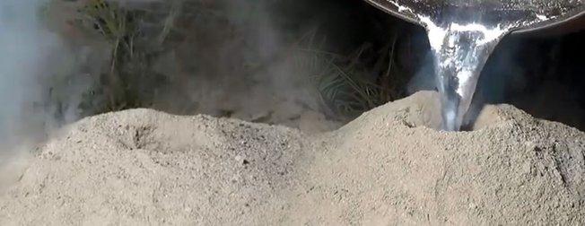 Karınca yuvasına alüminyum döktü! Ortaya çıkan sonuç milyonlarca kez tıklandı
