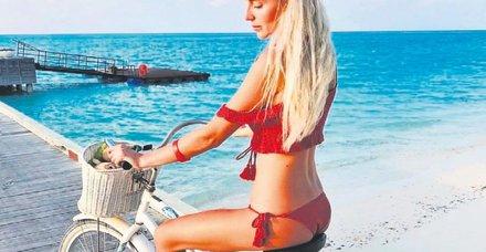 SevgilisiUmut Kızıltan'la Maldivler'de tatilde olan Dilara Öztunç'un keyfi yerinde