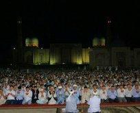 Özbekistan'da hatimle teravihe büyük ilgi