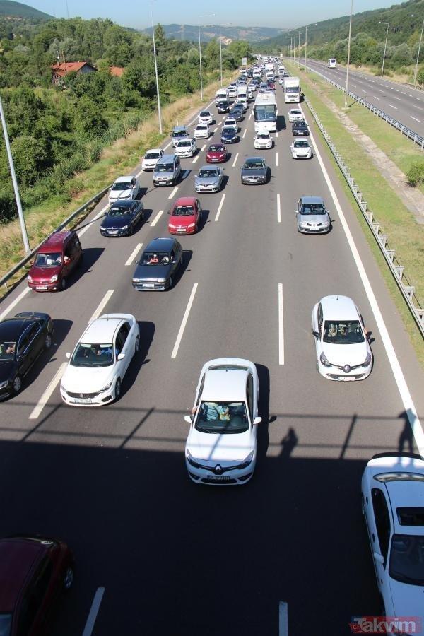 Yola çıkacaklar dikkat! Bolu'da trafik durma noktasına geldi