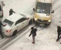 Kardan kayan yolcu minibüsü kaza yaptı!