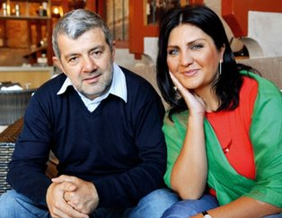 Sibel Can'ın eski eşi Sulhi Aksüt Cihangir'de esmer güzelle yakalandı: Rahatsız etmeyin...