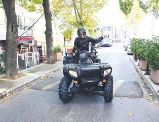 Ünlü sanatçı Emre Altuğ ATV motorla İstanbul sokaklarında gezdi! Görenler şaştı kaldı...