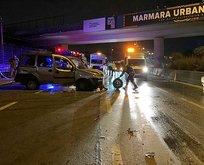Bayrampaşa'da hafif ticari araç bariyere çarptı