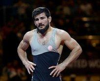 Güreşte bir altın madalya daha!
