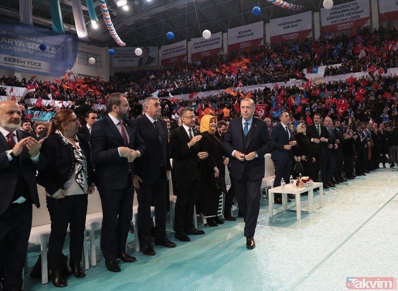 Başkan Erdoğan o afişi gösterdi: Tek kelimeyle nefis
