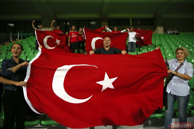 Milli maça damga vuran olay! Herkes gole sevinirken Emre Belözoğlu...