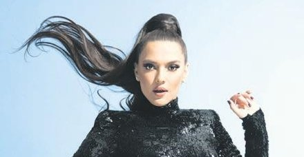 Demet Akalın, iki yıl aradan sonra yeni albümü 'Ateş' ile geri döndü