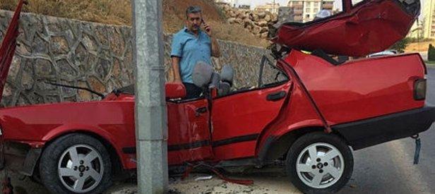 Kahramanmaraş'ta dehşete düşüren kaza! Elektrik direğine saplanan otomobilden sağ çıktı