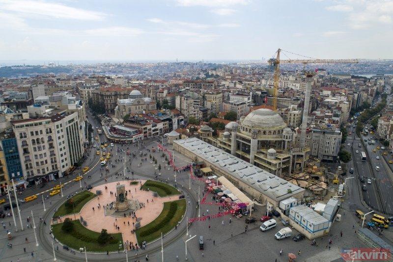 Taksim Camisinin minaresi yükseliyor