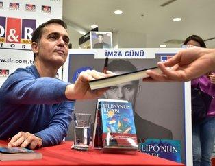 La Casa De Papel'in Berlin'i Pedro Alonso'dan D&R Kitap Fuarı'nda İstanbul sözleri!