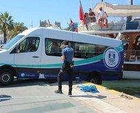Bodrum'da ilginç kaza! Minibüs, tekneye çarptı