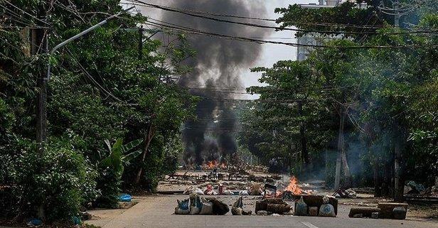 Darbe karşıtı grup ordu ile çatıştı: 8 ölü