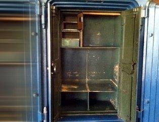 Büyükannesinden kalan dolabın içinden bakın ne çıktı!
