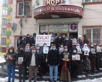 PKK, HDP önünde nöbet tutan ailelere iftiraya devam ediyor
