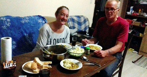 Yabancı uyruklu iki sevgili evinde ölü bulundu! Geriye bıraktıkları not kaldı
