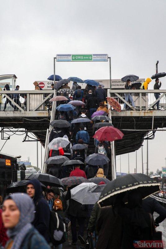 İstanbul güne yağmurla başladı! Trafik felç oldu