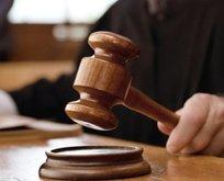 Avukatın etek boyuna tepki gösteren hakim için flaş karar