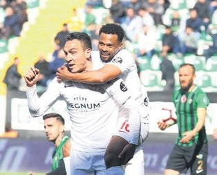 Antalyaspor Akigo'ya acımadı