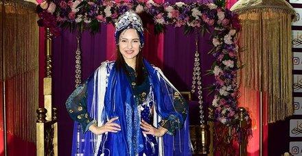 Jessica May, önceki gün gittiği Evlilik Fuarı'nda Erol Yıldırım'ın standını ziyaret etti