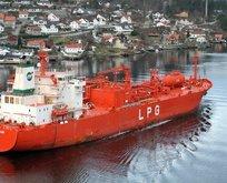 Dev tanker İstanbul Boğazı'ndan geçti