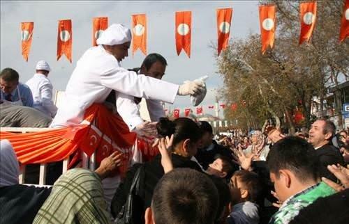 Edirne'de resmi geçit töreninde skandal