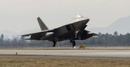 ABD tarihinde bir ilk! F-22 savaş uçakları konuşlandırıldı