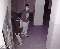 Film karakterlerinin maskelerini takıp...