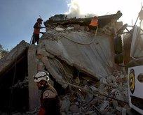 Esed güçleri İdlib'de okul ve pazar yerini vurdu