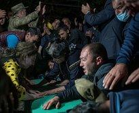 Azerbaycan'da cenazeler akşam defnediliyor