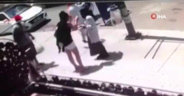 Başörtülü kadına şişeli saldırı!