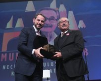 Bakan Albayrak'tan 'Necip Fazıl Ödülleri'ne özel paylaşım